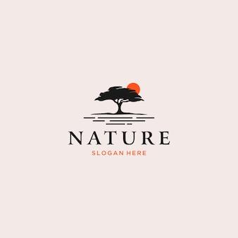 自然の木のシルエットのロゴ