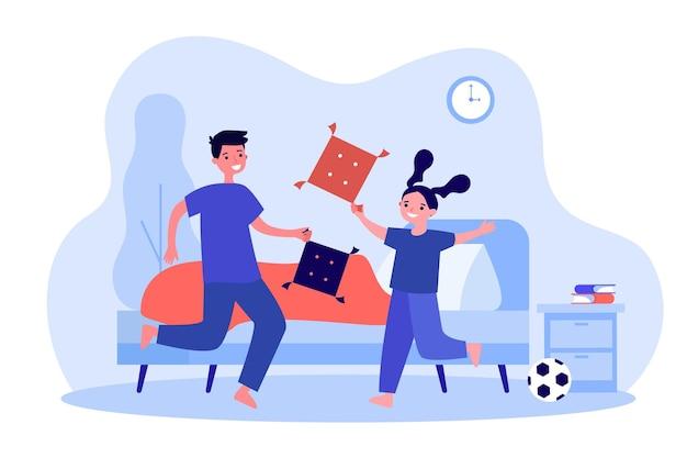 枕の中のいたずらな子供たちは家で戦う。いたずらっ子フラットベクトルイラスト間のゲームバトル。子供のしつけ、バナー、ウェブサイトのデザイン、またはランディングウェブページのアクティブなホームプレイのコンセプト