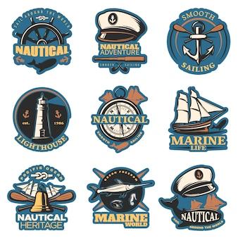 Emblema nautico impostato a colori con avventure nautiche a vela fluide vita marina e altre descrizioni