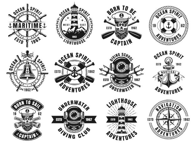 白い背景で隔離のレトロなモノクロスタイルのベクトルエンブレム、ラベル、バッジまたはロゴの航海をテーマにした大きなセット