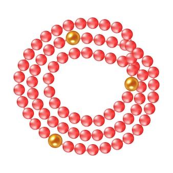 Ожерелье коралловых жемчужин на белом фоне.