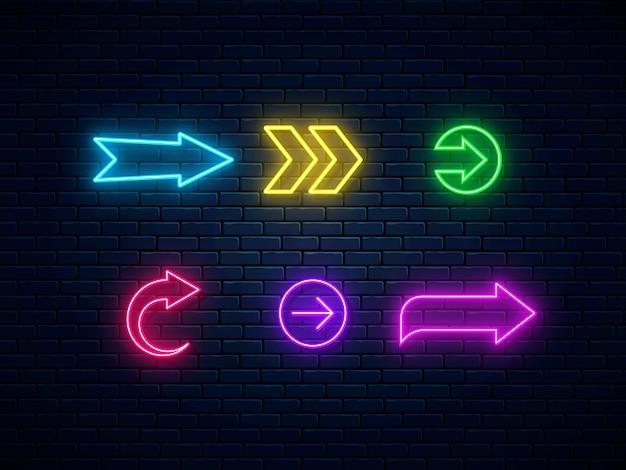 ネオン アロー サイン コレクション。明るい矢印ポインター シンボル。カラフルなネオンの矢印、web アイコンのセット。