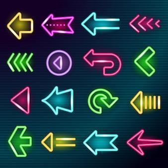 ネオン矢印。輝く照明方向ホテルの矢印は、輝く広告要素の明るいコレクションセットの外の夜に署名します。輝く矢、ネオンの明るい輝きのイラストを宣伝