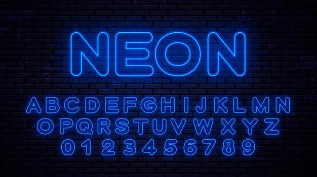 ネオンブルーの大文字と数字。スタイルテクノロジーで輝くフォント