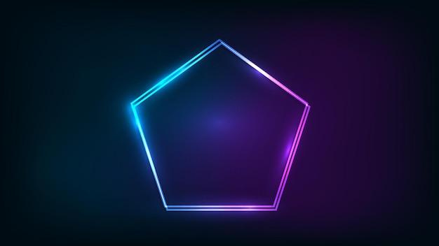 Неоновая двойная рамка в форме пятиугольника с сияющими эффектами на темном фоне. пустой светящийся фон техно. векторная иллюстрация.