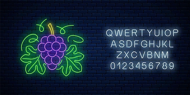 Неоновый светящийся знак винного магазина в рамке круга с алфавитом. гроздь винограда и листьев