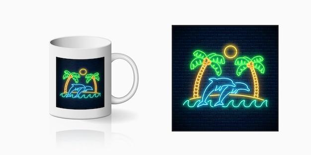 ネオンハッピーサマープリント、手のひら、太陽、島、海でジャンプするイルカとカップのデザイン。光沢のある夏のデザイン