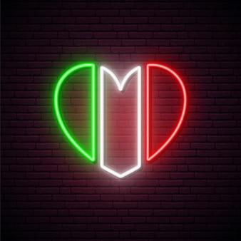 Неоновый флаг италии в форме сердца.