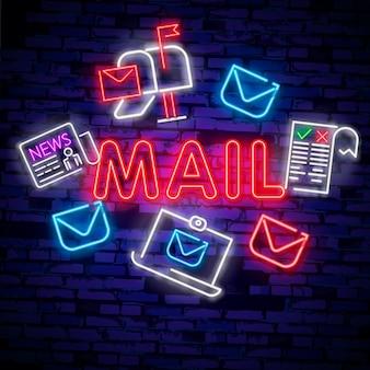 네온 불빛. 메일 배달 아이콘입니다. 봉투 기호. 메시지 표시.