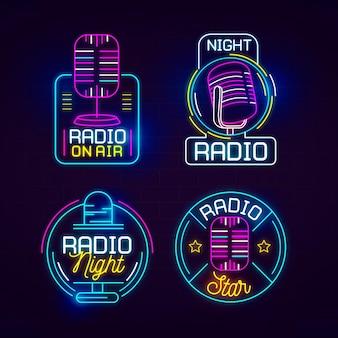 Insieme di logo di podcast al neon
