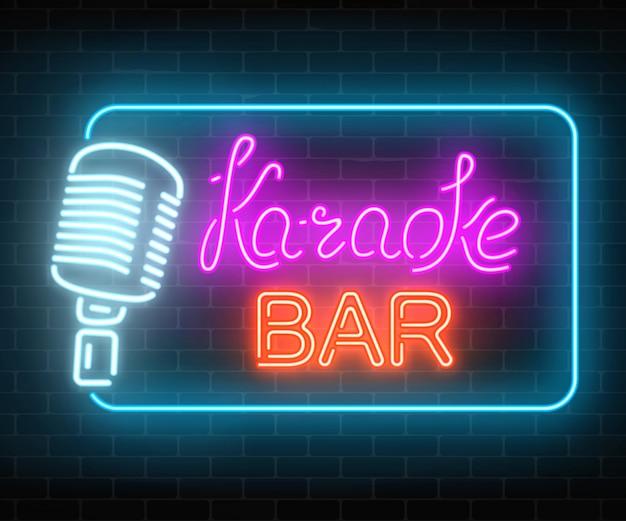 カラオケミュージックバーのネオン看板。ライブミュージックとナイトクラブの輝く道路標識。サウンドカフェアイコン。