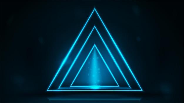 暗い部屋でネオン三角形のフレーム。暗い背景の上のネオン三角形のフレーム