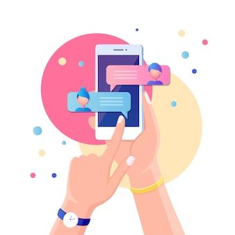 Уведомление о новых сообщениях чата на мобильном телефоне. смс пузыри на экране мобильного телефона. люди болтают.