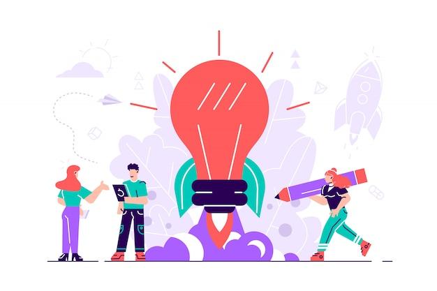 新しいアイデアやスタートアップのコンセプト。電球の光るロケット打ち上げ。小さな人々は植物、アイデアを育て、人々のキャラクターは創造的なビジネスアイデア、イノベーションを開発します。フラットスタイルの設計図。
