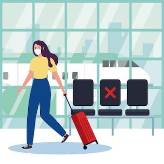 Новая нормальная женщина с маской и сумкой в аэропорту - дизайн вируса covid 19 и тема путешествий
