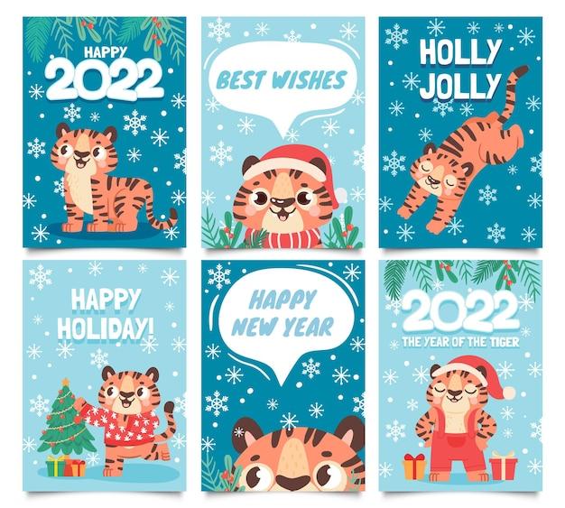 Новогодние 2022 открытки. с рождеством христовым плакат с мультяшным тигром украшает елку. детские тигры в новогодней шапке. набор векторных поздравительных открыток. 2022 праздник баннер графика, иллюстрация персонажей дикой природы