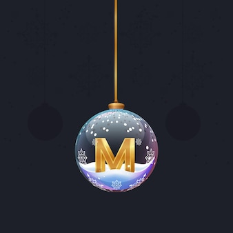 디자인을 위한 전나무 장식 요소 안에 황금 3d 문자 m이 있는 새해 알파벳 크리스마스 장난감