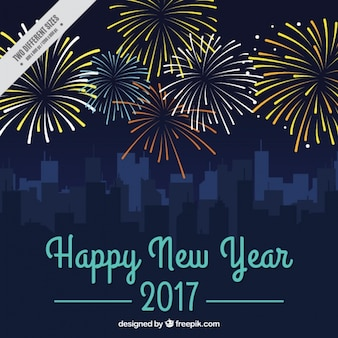 Priorità bassa di nuovo anno con fuochi d'artificio e paesaggio urbano