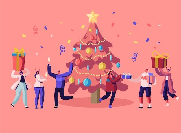 ニューイヤーバッシュ。飾られたクリスマスツリーで楽しんで踊るパーティーを祝う幸せな人々。漫画フラットイラスト