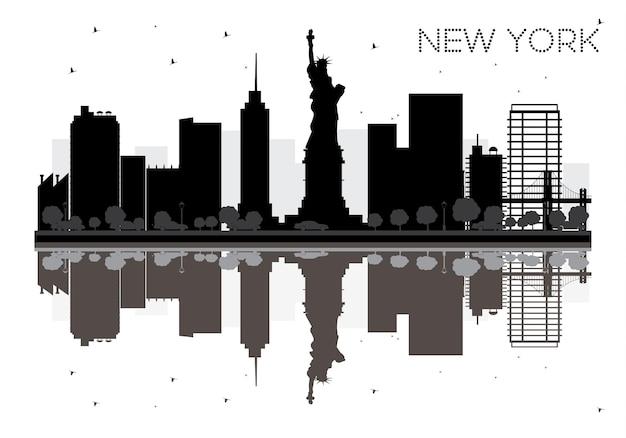 반사와 뉴욕시의 스카이 라인 흑백 실루엣. 벡터 일러스트 레이 션. 관광 프레젠테이션, 배너, 현수막 또는 웹 사이트를 위한 단순한 평면 개념입니다. 랜드마크가 있는 도시 풍경.