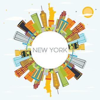 컬러 건물, 푸른 하늘 및 복사 공간이 있는 뉴욕 스카이라인. 벡터 일러스트 레이 션. 현대 건축과 비즈니스 여행 및 관광 개념입니다. 프레젠테이션 배너 현수막 및 웹사이트용 이미지.