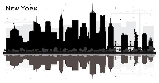 검은 건물과 반사 화이트 절연 뉴욕 미국 도시의 스카이 라인 실루엣. 벡터 일러스트 레이 션. 비즈니스 여행 및 관광 개념입니다. 랜드마크가 있는 뉴욕의 풍경.