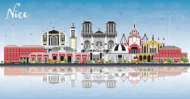 Красивый город франции на фоне линии горизонта с цветными зданиями, голубым небом и размышлениями. векторные иллюстрации. деловые поездки и концепция с исторической архитектурой. хороший городской пейзаж с достопримечательностями.