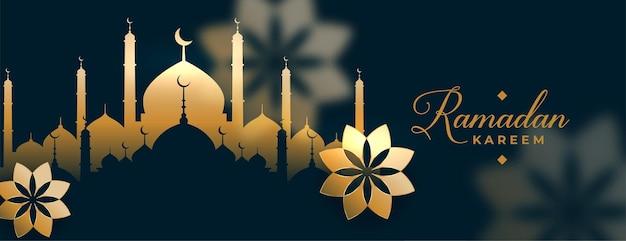 Bel design islamico di banner dorato di ramadan kareem