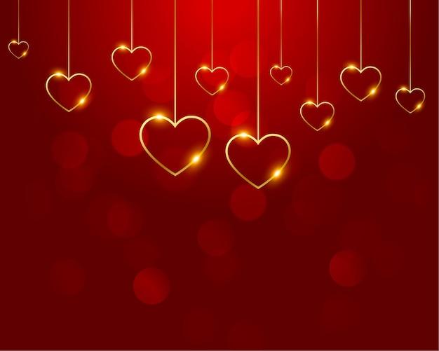 Красивый красный с украшением в виде золотых сердечек