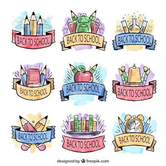 Buona selezione di etichette dipinte con acquerelli per tornare a scuola