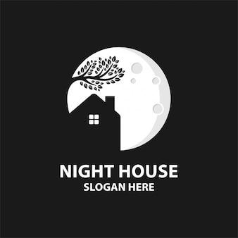 Концепция логотипа ночной дом с элементом дерева.