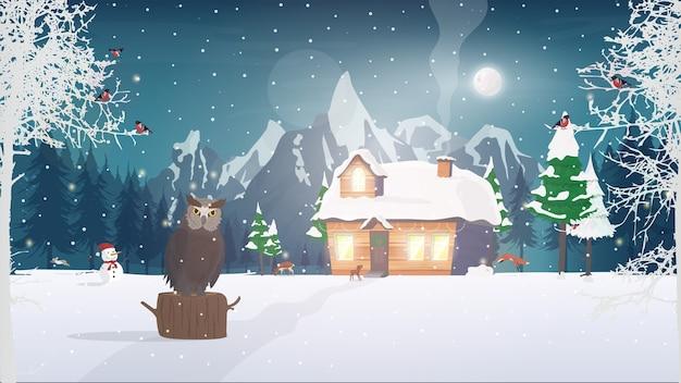 森の中の夜。雪に覆われた針葉樹林の家。