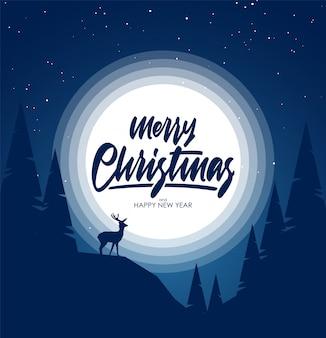 밤 언덕, 소나무와 사슴의 실루엣 겨울 눈 덮인 풍경. 메리 크리스마스