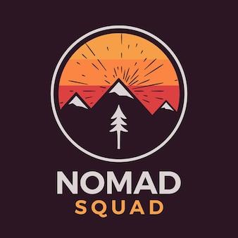Логотип отряда кочевников, ретро-дизайн эмблемы приключений в кемпинге с горами и деревьями. вектор