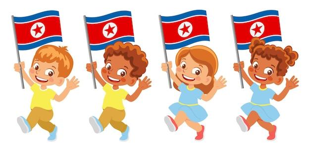 北朝鮮の旗を手に。旗を持っている子供たち。北朝鮮の国旗