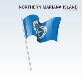 회색에 고립 된 깃발을 흔들며 북 마리아나 섬