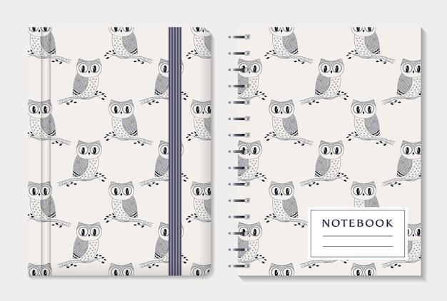 노트북 커버 디자인. 탄성 밴드와 나선형 패드가있는 메모장. 손으로 그린 올빼미와 귀여운 컬렉션입니다. 세트.