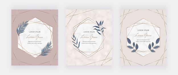 Обнаженные карты с геометрическими мраморными рамками и синими листьями.