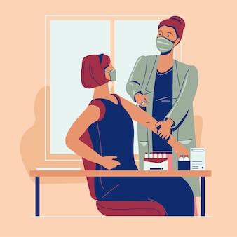 女性患者にウイルスワクチンの注射を行う顔の医療マスクを身に着けている看護師