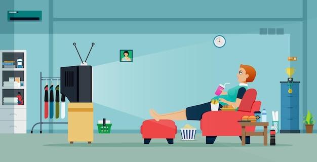 비만 여성은 집에서 일하는 동안 음식과 음료와 함께 tv를 시청합니다.
