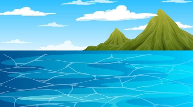 Океан в дневной пейзажной сцене с горой