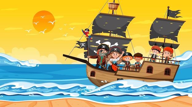 배에 해적 아이 들과 함께 일몰 시간에 바다 장면