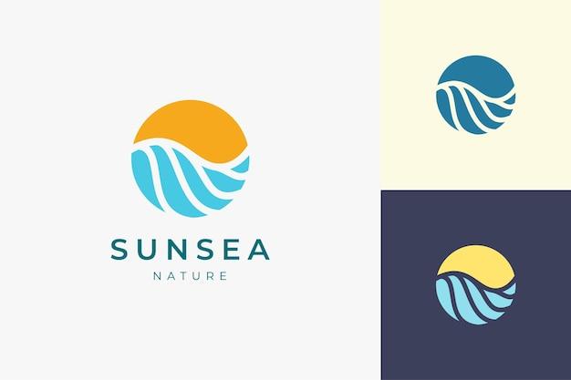 원과 추상 모양의 태양 또는 서핑 로고 템플릿이 있는 바다