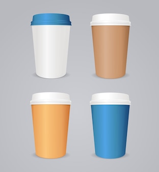 コーヒーのテイクアウト。カラフルなコーヒー紙コップセット。