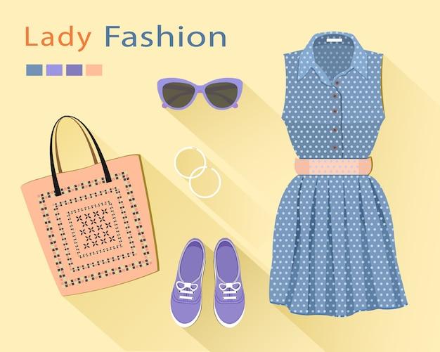 ファッションの外観:スタイリッシュなドレス、バッグ、靴、サングラス、イヤリング。女性服セット。流行の服オブジェクト