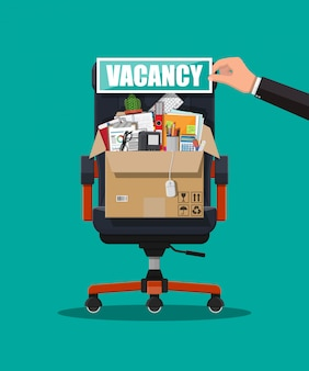 Офисный стул, вывеска вакансии, ящик с канцелярскими товарами