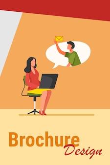 Impiegato di ufficio con laptop che invia o riceve un messaggio. colleghi, computer, e-mail piatta illustrazione vettoriale. concetto di comunicazione internet per banner, progettazione di siti web o pagina web di destinazione