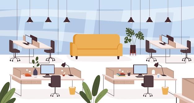 Офисный интерьер. пустое рабочее место, комната с мебельными столами, стульями и диваном. современный кабинет компании или концепция вектора коворкинг-центра. столы с настольными компьютерами и светильниками с документами