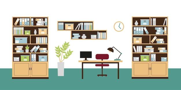 Интерьер офиса с книжными полками, книжными шкафами, стулом, компьютером на столе и часами на стене.