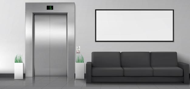 エレベーターのソファと壁に白いポスターが付いているオフィスまたはホテルのロビー